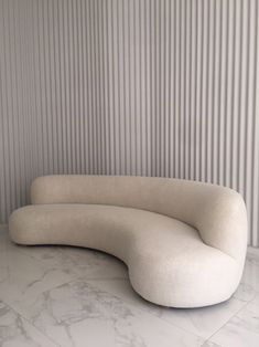 Canapé 280 - The Invisible Collection Sofa Design, Furniture Design, Minimalist Sofa, Minimalist Interior, Modern Daybed, Modern Sofa, Pierre Jeanneret, Pierre Yovanovitch, Curved Sofa