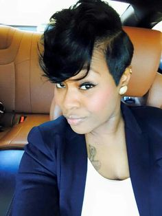 Deep Side Part Short Pixie Haircut These 50 short hairstyles for black women range from funky bobs to posh pixies and include the perfect match for any woman of color looking to spice up her look Short Sassy Hair, Short Hair Styles Easy, Medium Hair Styles, Curly Hair Styles, Natural Hair Styles, Short Cuts, Natural Curls, Easy Hairstyles For Medium Hair, Short Black Hairstyles
