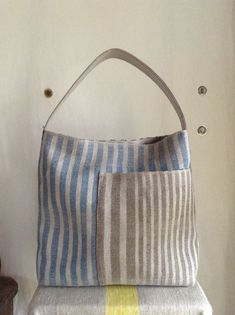 Bags and backpacks with stripes (and … Patchwork Bags, Quilted Bag, Sacs Tote Bags, Boho Bags, Linen Bag, Denim Bag, Fabric Bags, Beautiful Bags, Handmade Bags