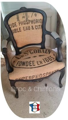 25 Ideas For Refurbished Furniture Chairs Funky Furniture, Refurbished Furniture, Paint Furniture, Repurposed Furniture, Furniture Projects, Reupholster Furniture, Chair Upholstery, Upholstered Furniture, Furniture Chairs