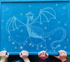 Récupération d'une vieille table, repeinte au gout de mon fils, avec un dragon tout doux. Creations, Dragon, Night, Artwork, Repainted Table, Old Tables, Crafts, Sons, Everything
