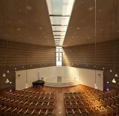 Image 2 of 28 from gallery of BUFS Chapel / Architects Group RAUM + Nikken Sekkei. Photograph by Yoon Joon-hwan Religious Architecture, Church Architecture, Architecture Student, Interior Architecture, Church Interior Design, Arch Interior, Church Design, Modern Church, Church Stage