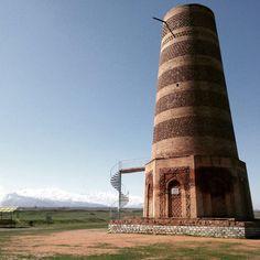 Moment magique, rien à des kilomètres à la ronde mise à part ce minaret datant du 9ème siècle. #Kirghizistan