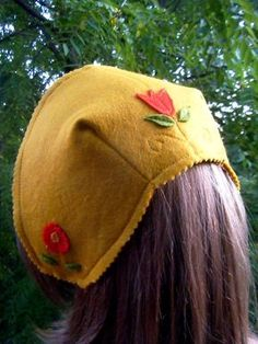 Scandinavian style felt hat tutorial from Resurrection Fern. Baby Sewing Projects, Sewing For Kids, Sewing Tutorials, Sewing Patterns, Desenho Kids, Resurrection Fern, Wool Felt, Felt Hat, Felted Wool