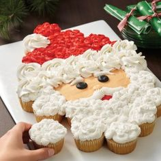 Santa Baby Pull-Apart Cupcake Face from @acmoorecrafts. Create both the perfect holiday table centerpiece and a tasty Christmas treat for all of your family and friends. These cupcakes are ideal for holiday kids' parties.