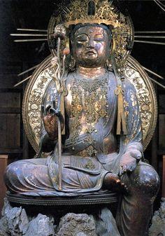 石山寺(滋賀県大津市)如意輪観音像(重要文化財) 像高293㎝、寄木造 平安後期