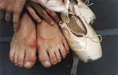 ballet dancer, it takes pain to make something beautiful // photo by joe mcnally Dancers Feet, Ballet Feet, Ballet Dancers, Ballet Barre, Dance Photos, Dance Pictures, Ballet Pictures, Frida Art, Famous Portraits