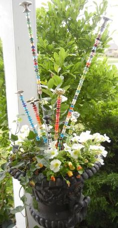 garden craft GARDEN FAIRY WANDS: Like many good ideas, you start with some other idea and build on it. That's the case here. I saw a beaded garden stake once where the how to directions r Garden Totems, Glass Garden, Diy Garden Projects, Garden Crafts, Fairy Wands, Garden Whimsy, Garden Junk, Garden Sheds, Yard Art