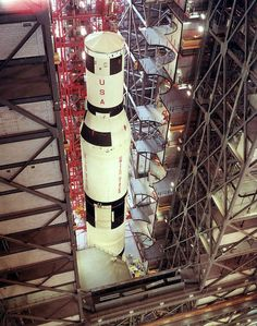 View of in VAB during vehicle assembly. All About Space, Really Cool Photos, Apollo Space Program, American Space, Nasa Photos, Apollo Missions, Kennedy Space Center, Future Jobs, Vintage Space
