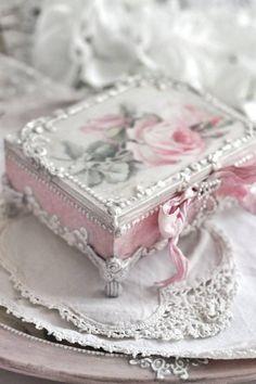 Shabby chic decoupage box , Romantic decoupage box with roses, shabby chic decor, jewellery box, de – Diy Jewelry Vintage Shabby Chic Boxes, Romantic Shabby Chic, Shabby Chic Crafts, Shabby Chic Decor, Vintage Home Decor, Romantic Roses, Shabby Chic Jewelry, Decoupage Jars, Chabby Chic