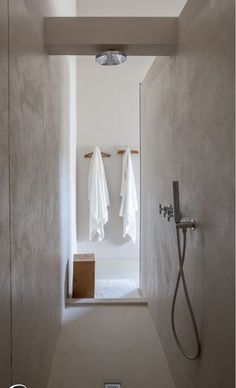 Amazing bathroom shower ideas, On a budget walk in modern bathroom designs DIY Master ceilings, no door and with glass door - Small bathroom shower Bathroom Taps, Bathroom Interior, Small Bathroom, Shower Bathroom, Remodel Bathroom, Shower Remodel, Shower Doors, White Bathroom, Master Bathroom