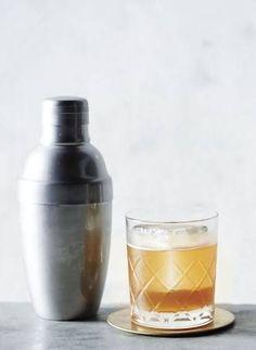 Gold Rush Cocktail: bourbon, lemon, honey
