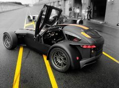 Yellow lines Black Donkervoort