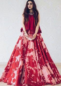50 Modern Indian Wedding Dress And Wedding Gown Ideas - VIs-Wed Indian Gowns Dresses, Indian Fashion Dresses, Dress Indian Style, Indian Designer Outfits, Pakistani Dresses, Indian Fashion Modern, Indian Outfits Modern, Indian Designers, Designer Clothing
