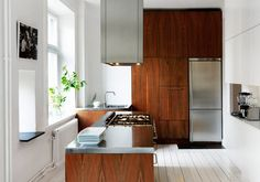 concreteanddust:  fromscandinaviawithlove:  Photo by Swedish photographer Roland  Persson.   So Scandinavian. Beautiful, rich, wood, white p...