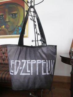 Cartera Led Zeppelin Dimensiones: 48x36cm