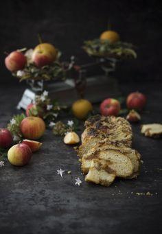Babka de manzana al caramelo Brunch, Steak, Eggs, Breakfast, Flower, Custard, Candy, Good Coffee, Egg