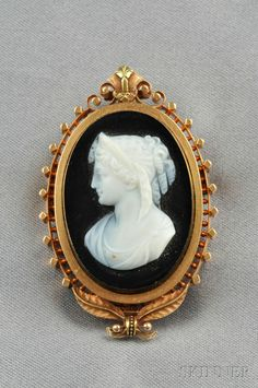Antique Carved Onyx Cameo Pendant/Brooch Depicting A Maiden With Diadem And Curls, Mounted In 18k Gold