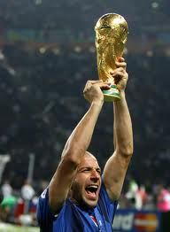 Del Piero raises the cup.