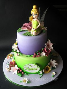 Tinkerbell cake by Sogni di Zucchero, this is gorgeous! Pretty Cakes, Cute Cakes, Beautiful Cakes, Amazing Cakes, Pirate Fairy Cake, Fondant Cakes, Cupcake Cakes, Gateaux Cake, Fairy Cakes