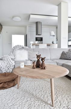 [New] The 10 Best Home Decor (with Pictures) - Could be a cozy day at home because there is foggy windy and cold outside with 3 degrees but we are off to nice wedding day of our friends today. Hope you enjoy amazing Saturday people . Scandinavian Interior, Scandinavian Design, Decor Interior Design, Interior Decorating, Shabby Home, Home Reno, Dining Bench, Living Room Decor, Home Goods