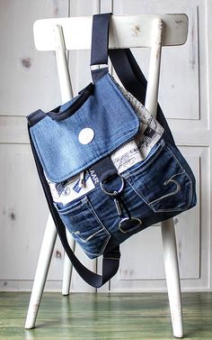 "ruksak ""popísaný"" -Retro ruksak ""popísaný"" - Mochila retro мои работы – 1 139 фотографий denim backpacks for students denim butterfly backpacks for Jeans bag denim bag jeans tote bag beach bag denim tote Retro Backpack, Denim Backpack, Denim Bag, Backpack Bags, Patchwork Bags, Quilted Bag, Mochila Retro, Diy Rucksack, Mochila Jeans"