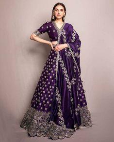 Indian Gowns Dresses, Indian Fashion Dresses, Indian Designer Outfits, Bridal Dresses, Designer Dresses, Saree Fashion, Ghagra Choli, Bridal Lehenga Choli, Silk Lehenga