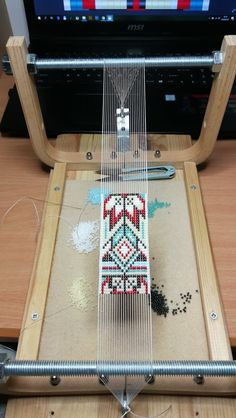 off loom beading techniques Loom Bracelet Patterns, Bead Loom Bracelets, Bead Loom Patterns, Beaded Jewelry Patterns, Peyote Patterns, Beading Patterns, Beading Ideas, Loom Bands, Tablet Weaving