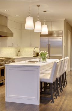 Beautiful kitchen. Tiled splash back and awesome White Island bench.