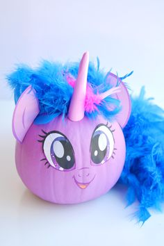 These no-carve My Little Pony pumpkins are SO EASY! Seriously, you paint the pumpkin, peel off the cute little printable faces and add a dollar store feather boa as the hair. So simple! (And best use of a feather boa, ever! Pumpkin Crafts, Cute Pumpkin, Pumpkin Ideas, Diy Pumpkin, Pumpkin Books, Spooky Pumpkin, Fall Crafts, Kids Crafts, Cards