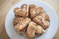 Mini heart pancakes by Dreamer - LoveThisPic All You Need Is, Heart Shaped Pancakes, Valentines Day Food, No Bake Treats, What To Cook, Diy Food, Food Inspiration, Sweet Recipes, Delish