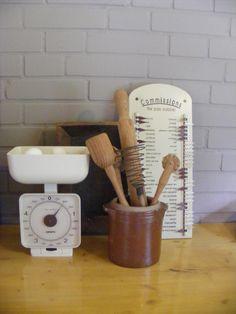 Vintage kitchenware - scale - gres - grespot - kitchen utensils - grocery list *** de tijd van toen * Brocante & Styling ***