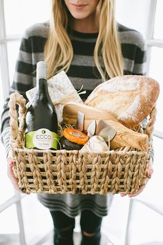 The perfect gift basket for your dinner party host #ECCOholiday