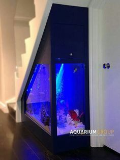 26 Best Home Stairs Design Ideas With Aquarium - Aquarium decorations have the tendency to look rigid and lifeless. If you look at the various types of fish tank decorations sold, they mainly depict . Home Aquarium, Aquarium Design, Aquarium Fish Tank, Aquarium Ideas, Fish Tank Wall, Aquarium Decorations, Cool Fish Tanks, Amazing Fish Tanks, Home Stairs Design