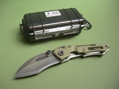DWAINE CARRILLO / AIRKAT KNIFE CUSTOM COBRA MOD 6 BUTTON LOCK / GREEN G10 / CASE Lock Folder, Collectible Knives, Buttons, Knifes, Green, Artsy, Ebay, Board, Cool Knives