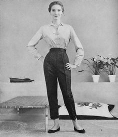 Good clothes from the year I was born…. December Vogue 1953 - All About 1960s Fashion, Timeless Fashion, Vintage Fashion, Fashion 2018, Estilo Gamine, Vestidos Pin Up, Vintage Dresses, Vintage Outfits, 1950s Outfits