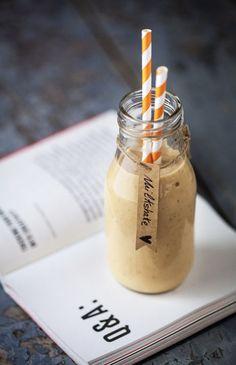 Smoothie vegano con latte di mandorle