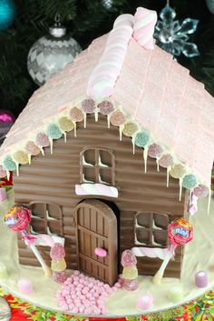Chocolate Gingerbread Houses - a twist on a Christmas tradition Chocolate House, Chocolate Icing, Christmas Chocolate, How To Make Chocolate, Hot Chocolate, Christmas Deco, Christmas Treats, Merry Christmas, Gingerbread House Icing