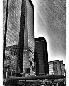 Centro do Rio em preto e branco mas agora com drama graças ao Snapseed. #riodejaneiro #bnw