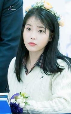 "IU 191128 ""Love Poem"" Fansign Talent Agency, Love Poems, Korean Singer, Laos, Korean Girl, Girl Group, Actresses, Cute, Beauty"