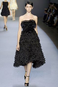 Giambattista Valli Spring 2007 Ready-to-Wear Fashion Show - Behati Prinsloo