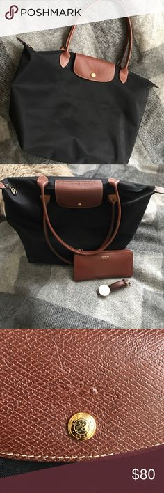 Long champ tote Large Authentic Long champ Paris tote, only imperfection is slight wear on one of the backside corners (shown in picture) not brand brand new, but in beyond excellent condition! Longchamp Bags Totes