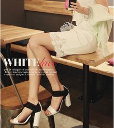 Today's Hot Pick :裾レースハイウエストタイトスカート【チェリースプーン】 http://fashionstylep.com/SFSELFAA0010757/cherryspoonjp/out フェミニンなタイトシルエットに仕上げており、女性らしさを発散するスカート。 裾レースの透け感が、装いに軽やかな印象を与えます。 ウエストがゴムになっていて締め付け感少なくラクラク◎ シンプルコーデのアクセントに映えるスカートなので存在感バッチリです☆ ◆2色:アイボリー/ライトパープル