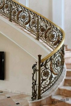 Spiral stairs metal wrought iron 30 New ideas Staircase Railing Design, Luxury Staircase, Wrought Iron Stair Railing, Balcony Railing Design, Modern Staircase, Staircase Ideas, Interior Stairs, Home Interior Design, Classic House Design