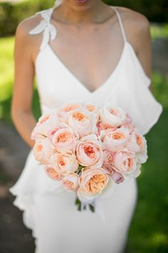 Juliette Rose bouquet: http://www.stylemepretty.com/california-weddings/sonoma/2015/06/04/romantic-sonoma-private-estate-wedding/ | Photography: Mike Larson - http://mikelarson.com/
