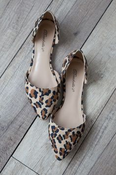Our boho boutique clothing is always in-demand because we update our New Arrivals regularly! Find boho women's clothes to add to your capsule wardrobe today. Fancy Shoes, Pretty Shoes, Cute Shoes, Me Too Shoes, Flat Shoes, Shoes For Work, Work Flats, Women's Shoes, Shoes Sneakers