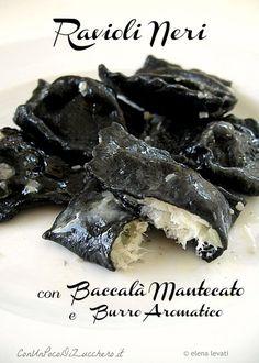 Black ravioli stuffed with cod. Fish Recipes, Mexican Food Recipes, Italian Recipes, Pasta Recipes, Cooking Recipes, Healthy Recipes, Healthy Food, Popular Italian Food, Italian Food Restaurant