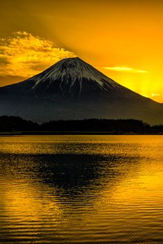 Mount Fuji, Japan is located on Honshu Island, is the highest mountain in Japan at m. An active stratovolcano that last erupted in Mount Fuji lies about 100 kilometres south-west of Tokyo, and can be seen from there on a clear day. Beautiful Sunset, Beautiful World, Beautiful Places, Beautiful Pictures, Beautiful Scenery, Places Around The World, Around The Worlds, Monte Fuji, Belle Photo