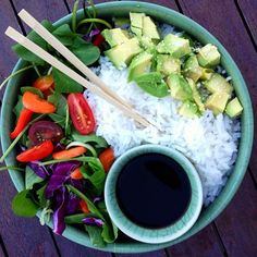 Sushi bowl! ❤️ So easy to make and a great way for vegans to get their carbs!