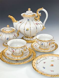 Meissen tea set...wish it was on my table.